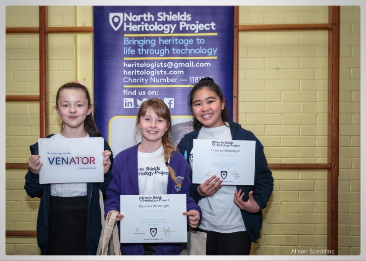 Three new young Heritologists holding certificates