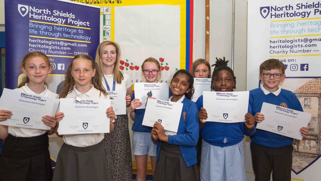 New York Primary School pupils with their Heritology Certificates